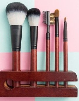 Easy Travel Makeup Brushes